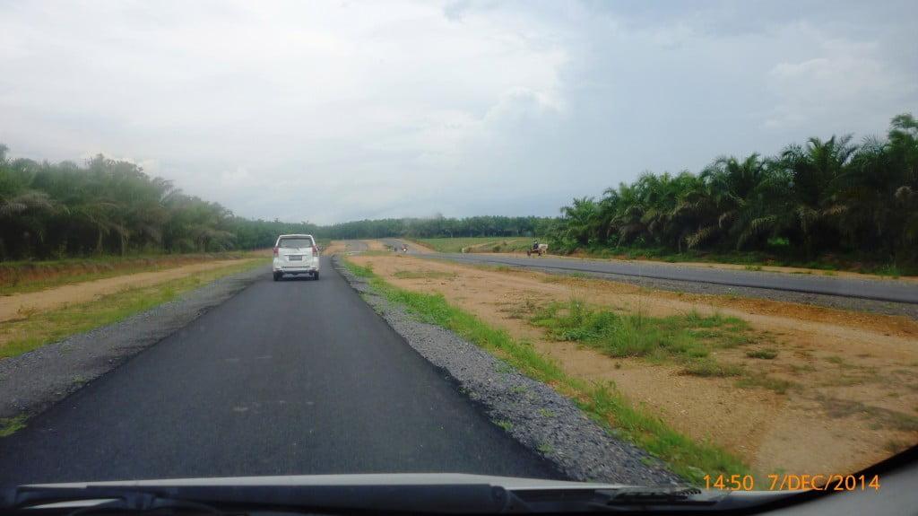 Kondisi jalan Poros Utama Kota baru bandar Lampung Desember 2014